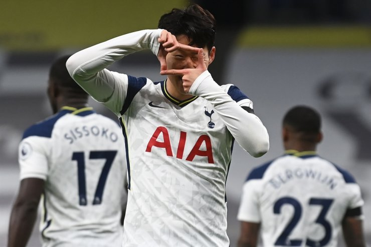 Tottenham Hotspur's South Korean striker Son Heung-Min celebrates scoring the opening goal during the English Premier League football match between Tottenham Hotspur and Manchester City at Tottenham Hotspur Stadium in London, on November 21, 2020. AFP-Yonhap