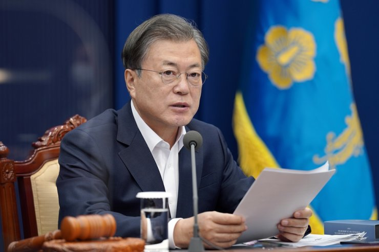 President Moon Jae-in speaks during a meeting at Cheong Wa Dae in Seoul, Tuesday. Yonhap