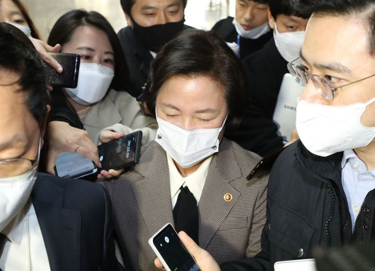 Justice Minister Choo Mi-ae is surrounded by reporters at the National Assembly, Tuesday, without answering questions over her conflict with Prosecutor General Yoon Seok-youl. Yonhap