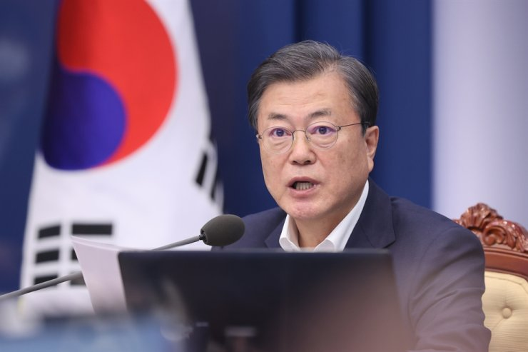 President Moon Jae-in speaks during a meeting at Cheong Wa Dae in Seoul, Monday. Yonhap