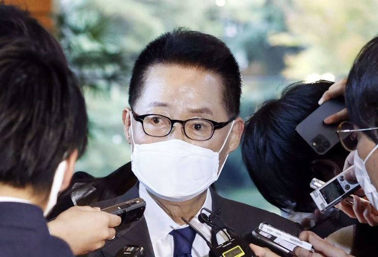 National Intelligence Service chief Park Jie-won speaks with reporters after his meeting with Japanese Prime Minister Yoshihide Suga in Tokyo, Tuesday. Yonhap
