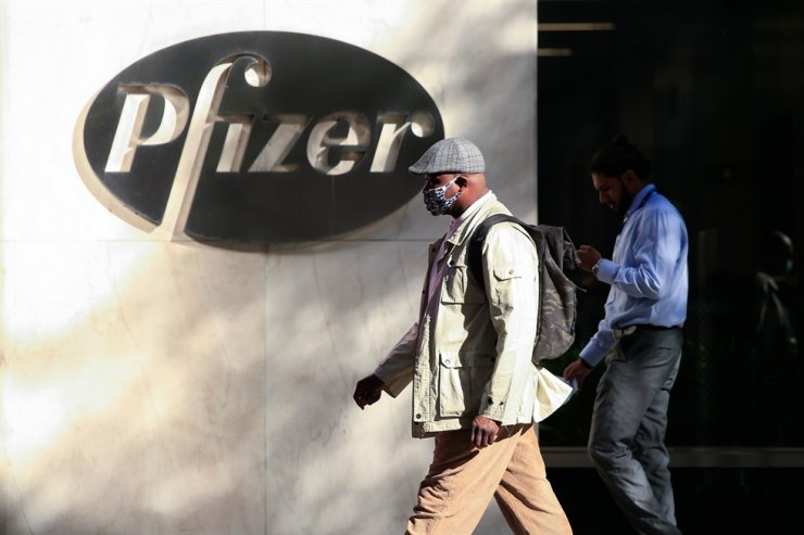 In this file photo taken on Nov. 9, 2020, people walk by the Pfizer world headquarters in New York. Pfizer CEO Albert Bourla sold $5.6 million of his stock in the U.S. pharmaceutical company on the same day it announced promising results for its COVID-19 vaccine candidate, filings showed Nov. 11. AFP