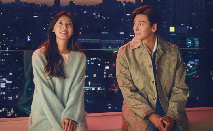 Kim Ji-won, left, and Ji Chang-wook star in the first season of the web series 'City Couple's Way of Love.' Courtesy of Kakao M