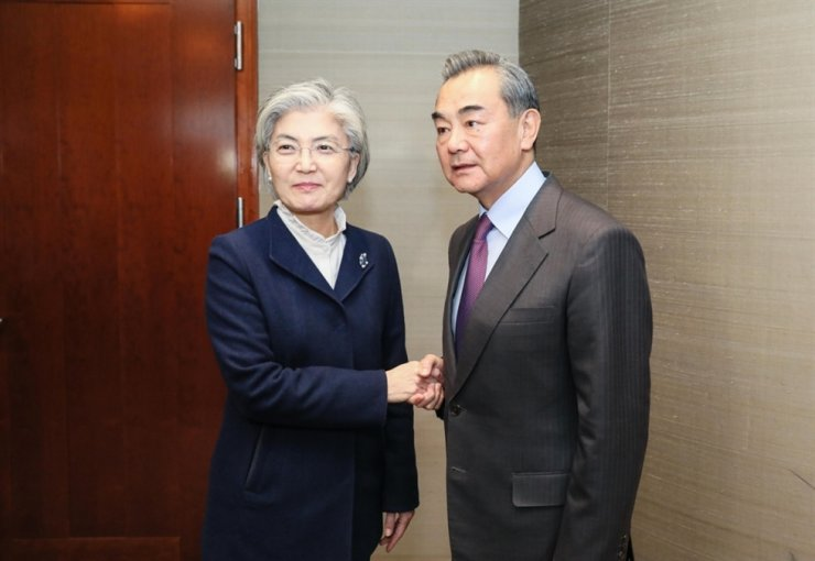 Chinese Foreign Minister Wang Yi, right, will make an official visit to Korea from Wednesday to Friday. He is expected to meet Foreign Minister Kang Kyung-wha, left, and President Moon Jae-in. Yonhap