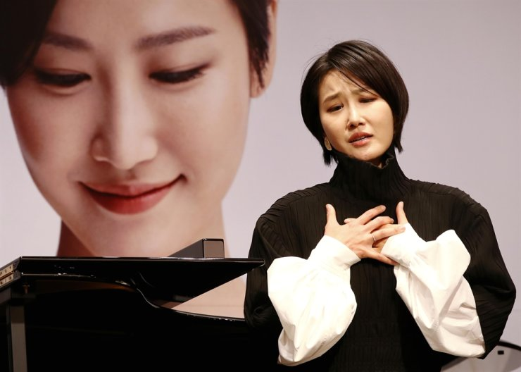 Soprano Park Hye-sang performs during a press conference at ODE Port in Gangnam District, Seoul, Tuesday. She released her first album 'I Am Hera' on Deutsche Grammophon, one of the best classical labels in the world, on Nov. 6. Yonhap