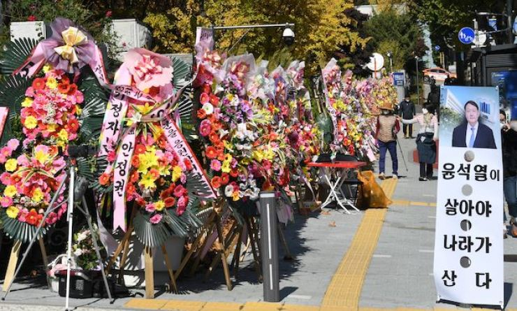 Wreathes showing support for Prosecutor General Yoon Seok-youl stand on the road in front of the Supreme Prosecutors' Office in southern Seoul, Oct. 29. Korea Times photo by Bae Woo-han