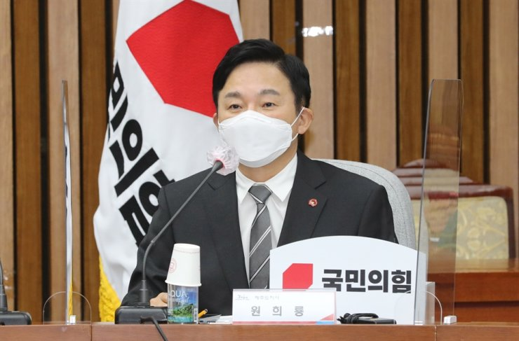 Jeju Gov. Won Hee-ryong speaks during a meeting at the National Assembly in Seoul, Monday. Yonhap