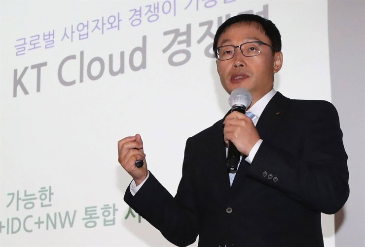 KT CEO Ku Hyeon-mo speaks in a press conference held in southern Seoul, Oct. 28. Ku stated at the event plans for KT to make a leap to become a digital platform company. / Yonhap
