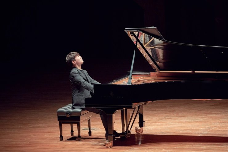 Pianist Cho Seong-jin performs at Seoul Arts Center, Nov. 14. Courtesy of Credia