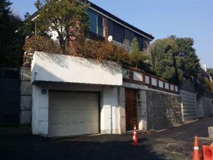 Ex-President Chun Doo-hwan's residence in Yeonhui-dong, western Seoul / Korea Times file