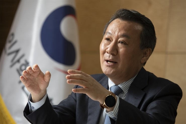 Minister of Personnel Management Hwang Seo-chong speaks during an interview with The Korea Times at the Government Complex Seoul, Nov. 9. / Korea Times photo by Choi Won-suk