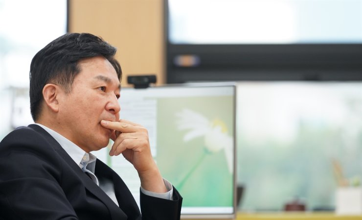 Jeju Special Self-Governing Province Governor Won Hee-ryong listens during an interview with The Korea Times at his office on Jeju Island. Courtesy of Jeju Provincial Office