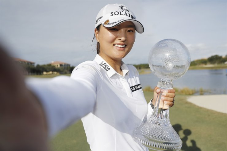 Ko Jin-young of South Korea imitates a selfie as she poses with the CME Globe trophy after winning the CME Group Tour Championship at Tiburon Golf Club on December 20, 2020 in Naples, Florida. AFP-Yonhap