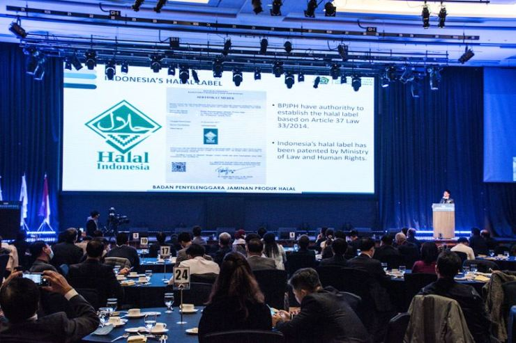 Sukoso, head of Indonesia's halal product assurance agency BPJPH, gives a lecture on BPJPH's new policies on halal certification and relevant laws at The K-Hotel Seoul in Seocho-gu, southern Seoul, Nov. 13. / Courtesy of BPJPH
