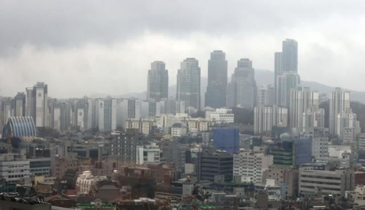 Apartment complexes in Seoul. Korea Times file