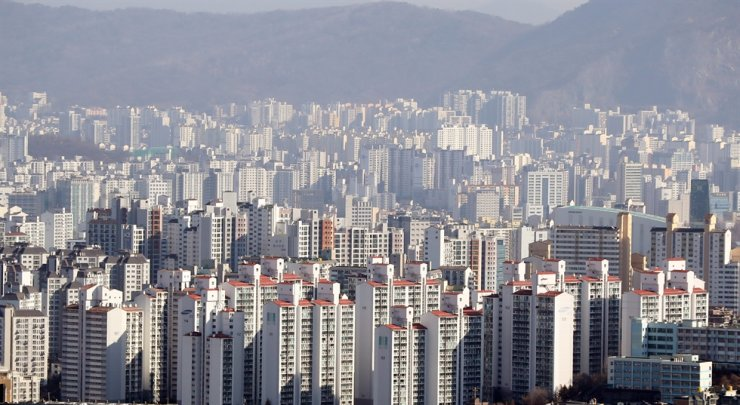 Apartment buildings in Seoul / Yonhap
