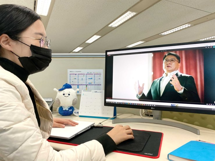 An LS Electric employee watches CEO Koo Ja-kyun present the company's vision for the next 10 years, at LS Electric's headquarters in Anyang, Gyeonggi Province, Monday. / Courtesy of LS Electric