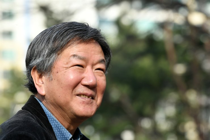Hong Sai-hwa, author of the 1995 best-seller 'I am a Paris-based Cab Driver' and columnist of the liberal newspaper Hankyoreh / Korea Times file
