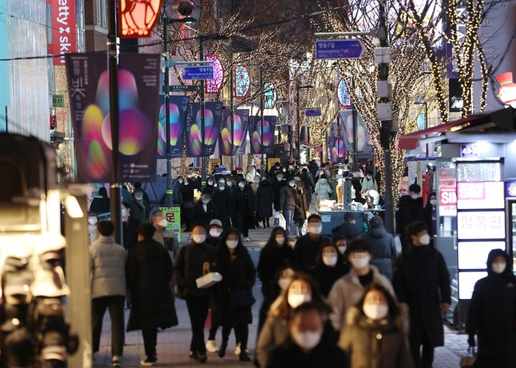 Visitors crowd streets of Myeongdong, a popular shopping area, in central Seoul, Dec. 24. Yonhap