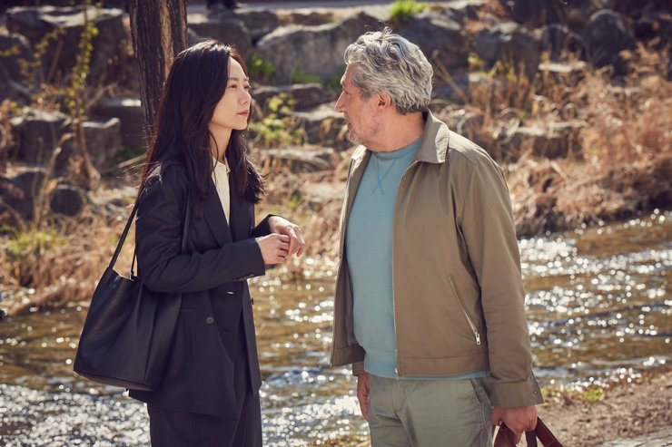 Actors Bae Doo-na, left, and Alain Chabat in a scene from the film '#Iamhere' / Courtesy of NEW
