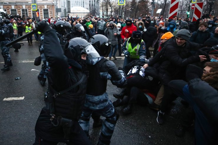 Riot police officers clash with supporters of Russian opposition activist Alexei Navalny in Moscow, Jan. 23, 2021. TASS