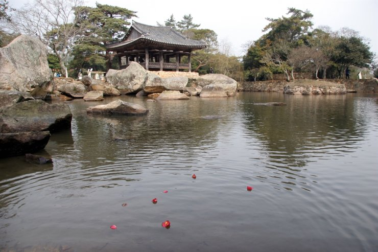 Seyeonjeong Pavilion in Bogil Island, a birthplace of poet Yun Seon-do's iconic literary works / Korea Times File