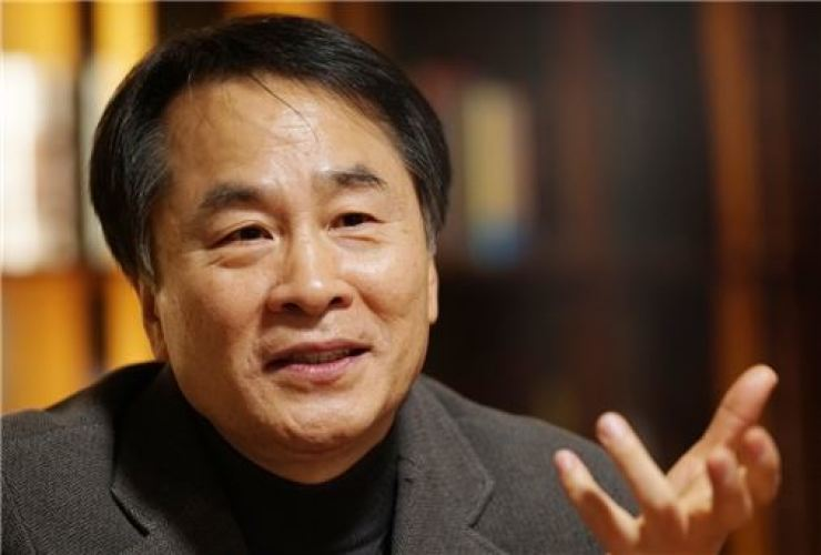 Author Lee Seung-u / Courtesy of Literature & Thought