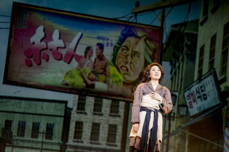 Lee So-yeon as Park Nam-ok in a scene from 'Apres-Girl,' a performance about Korea's first female film director / Courtesy of National Theater of Korea