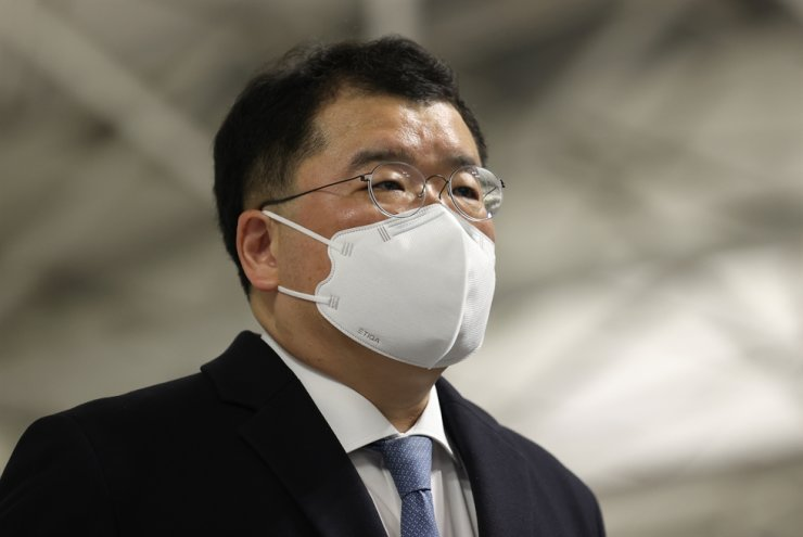 South Korea's First Vice Foreign Minister Choi Jong-kun leaves for Iran from Incheon International Airport on Sunday to negotiate with the country for release of South Korean tanker MT Hankuk Chemi seized by Iran's Islamic Revolutionary Guards Corps on Jan. 4. Yonhap