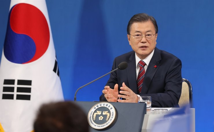 President Moon Jae-in speaks during a New Year press conference at Cheong Wa Dae, Monday. / Joint press corps