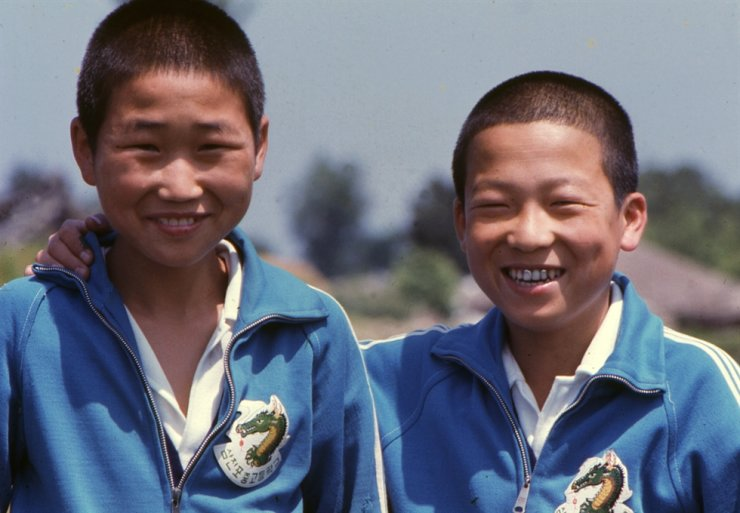 A couple of students from Sam Chun Po Boys' Middle School in 1973 / Courtesy of Bruce Kim
