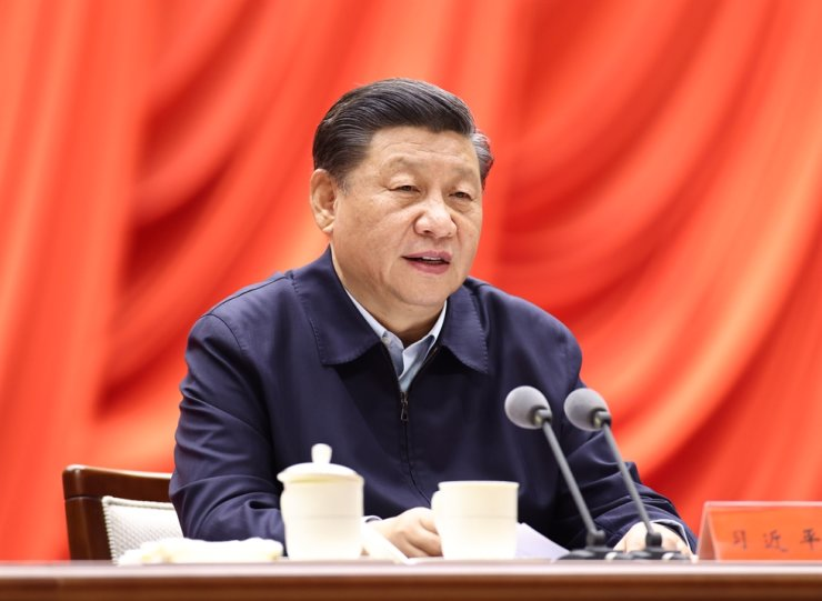 Chinese President Xi Jinping, also general secretary of the Communist Party of China (CPC) Central Committee and chairman of the Central Military Commission, addresses the opening of a study session at the Party School of the CPC Central Committee attended by provincial and ministerial-level officials, Monday. / Xinhua-Yonhap