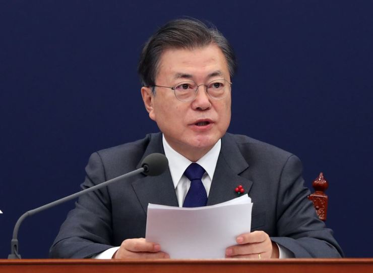 President Moon Jae-in speaks during a meeting at Cheong Wa Dae, Thursday. Yonhap