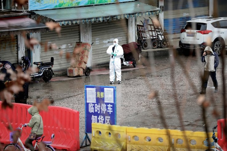 A worker in a protective suit is seen at the closed seafood market in Wuhan, Hubei province, China January 10, 2020. Picture taken January 10, 2020. REUTERS-Yonhap