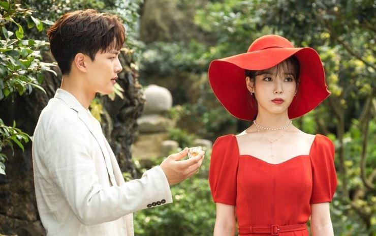 Actors Yeo Jin-goo, left, and IU in a scene from the tvN drama series 'Hotel Del Luna' / Courtesy of tvN