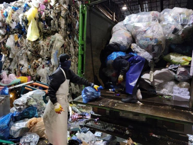 South Korea's main waste imports include plastic waste, mixed waste paper, coal ash, waste fibers, metal scraps, waste tires, corrugated cardboards, dust and sludge, waste batteries and waste electrical and electronic products. Korea Times file