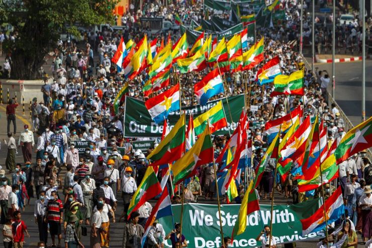 Supporters of Myanmar's military carry banners and flags during a rally in Yangon, Myanmar Thursday. Reuters-Yonhap