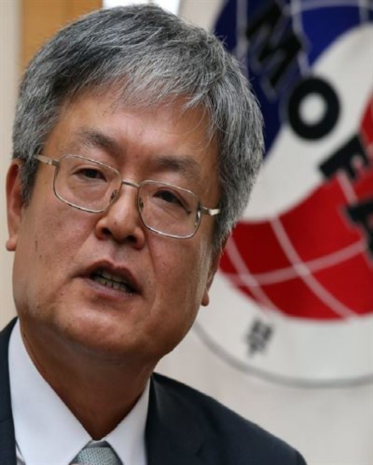 Kim Hae-yong, Korea's former ambassador to Myanmar and New Zealand, has been appointed as the next secretary-general of the ASEAN-Korea Centre. Yonhap