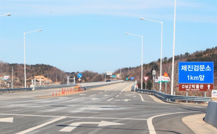 A road to a checkpoint inside an area south of the Civilian Control Line in the east coast border town of Goseong, Gangwon Province, is empty, Tuesday, after entry was restricted following a North Korean man's crossing into South Korea earlier in the day. / Yonhap