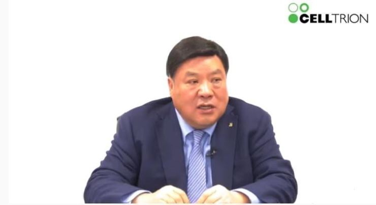 Chairman of Celltrion Group Seo Jung-jin talks about CT-P59, his company's antibody treatment for COVID-19 and South Korea's first locally made treatment for the coronavirus, at an online press conference on Feb. 18. Screen capture from YouTube