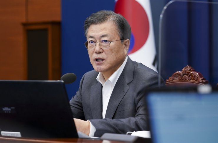 President Moon Jae-in speaks during a meeting with senior aides at Cheong Wa Dae, Monday. Yonhap