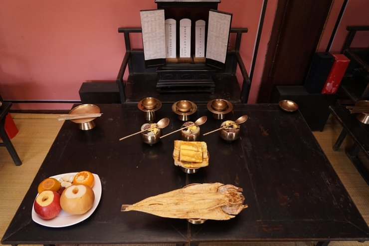 An ancestral rites table at the home of the family of the first son of Joseon Era scholar Toegye Yi Hwang / Courtesy of Korean Studies Institute