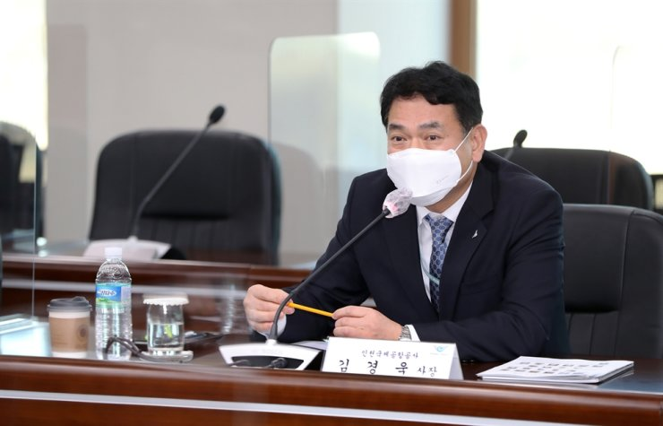 Incheon International Airport Corp. (IIAC) President and CEO Kim Kyung-wook speaks during a media conference held at the IIAC headquarters in Incheon, Wednesday. Courtesy of Incheon International Airport Corp.