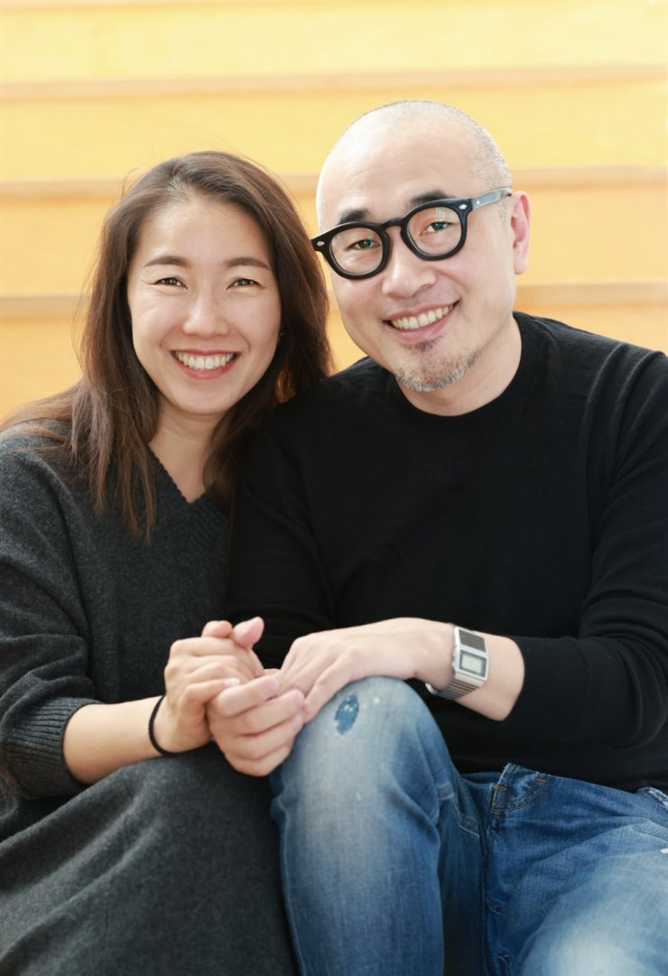 Woowa Brothers CEO Kim Bong-jin, right, and his wife, Sul Bo-mi. Courtesy of Woowa Brothers