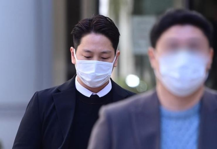 Singer Kim Him-chan has been sentenced to 10 months in prison for sexual assault. Korea Times file