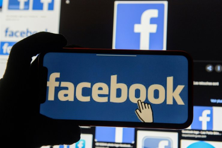 The Facebook logo is displayed on a mobile phone in this picture illustration taken December 2, 2019. Reuters-Yonhap