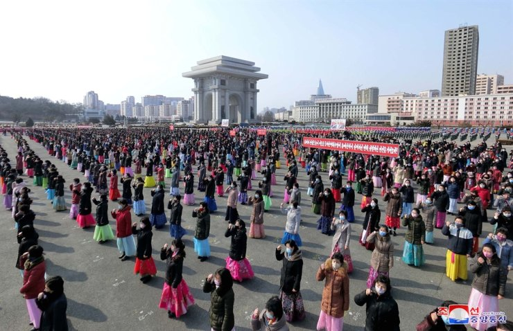 North Korean women participate in a government-led mass rally in Pyongyang in this Feb. 19 photo from the country's state-run Korean Central News Agency. Yonhap