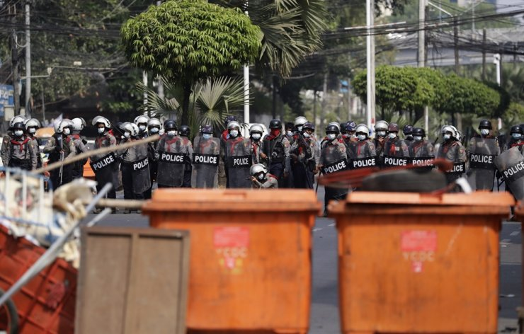 Riot police advance towards a barricade during a protest against the military coup in Yangon, Myanmar, Feb. 27, 2021. EPA-Yonhap