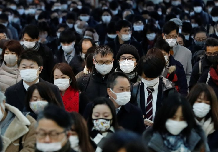 Commuters wearing protective masks, amid the COVID-19 outbreak, make their way at Shinagawa station in Tokyo, Jan. 8, 2021. /Reuters-Yonhap