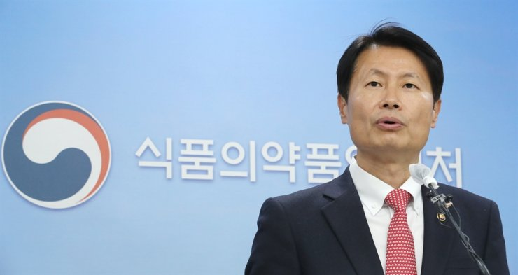 The Minister of Food and Drug Safety Kim Gang-lip speaks during a press conference at the ministry's headquarters in Cheongju, North Chungcheong Province, Friday, about Celltrion's COVID-19 treatment candidate CT-P59 and the ministry's decision to approve its rollout under conditions. Yonhap